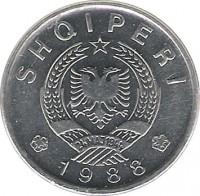 obverse of 20 Qindarka (1988) coin with KM# 65 from Albania. Inscription: SHQIPERI 24MAJ1944 1988