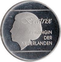 obverse of 2 1/2 Florin - Beatrix (1986 - 2012) coin with KM# 6 from Aruba. Inscription: Beatrix KONINGIN DER NEDERLANDEN