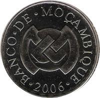 obverse of 5 Meticais (2006) coin with KM# 139 from Mozambique. Inscription: · BANCO · DE · MOÇAMBIQUE · 2006